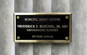 Robotic Joint Center Frederick F. Buechel, Jr. MD Orthopaedic Surgery 737 Park Avenue