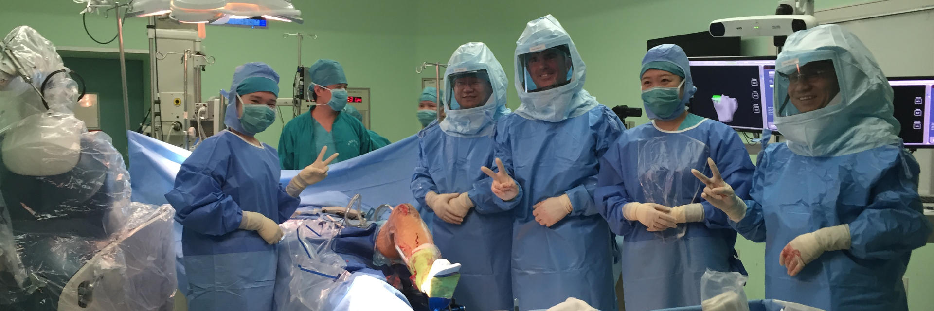 Dr. Buechel with medical staff after robotic knee replacement surgery at Taipei Postal Hospital