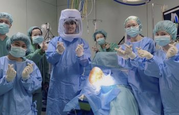 Dr. Buechel with medical staff before robotic knee replacement surgery at Taipei Postal Hospital
