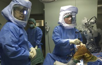Dr. Buechel performing robotic knee replacement surgery at Taipei Postal Hospital