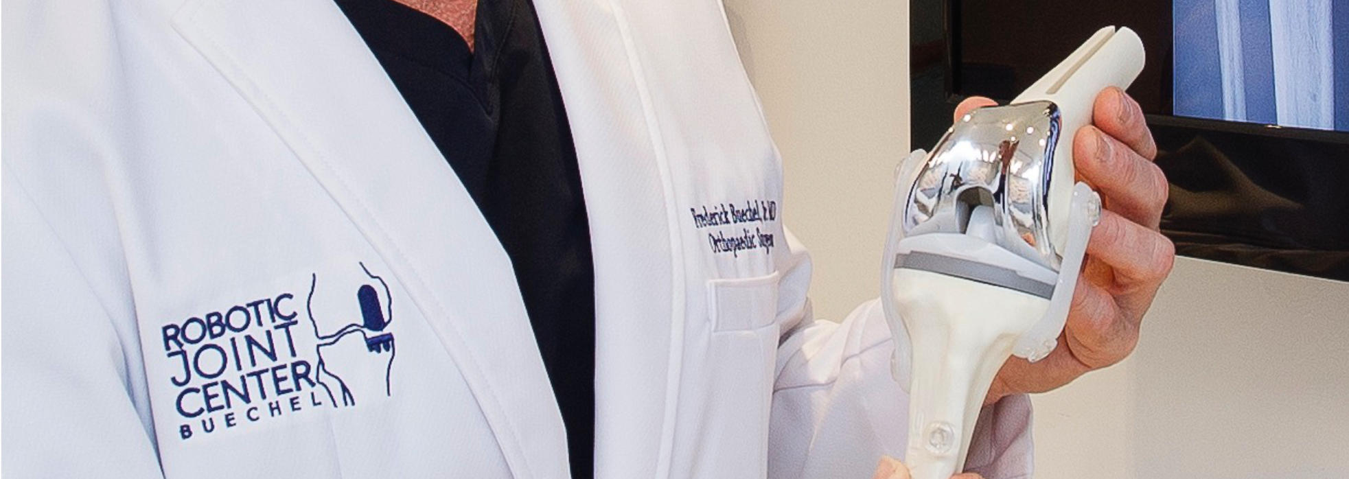 Dr. Buechel presenting knee implant